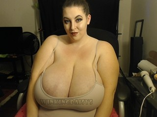 Cam to cam with BBW WinkingDaisys wants deepthroat entertainment