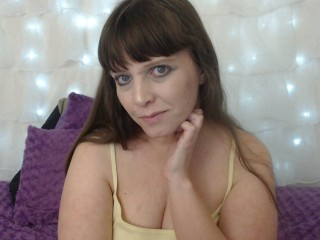 Cam chat with PLUMPER CorinneCooper desires live entertainment