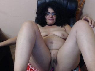 Cam 2 cam with Gilf MaggieMilff wants ass play play